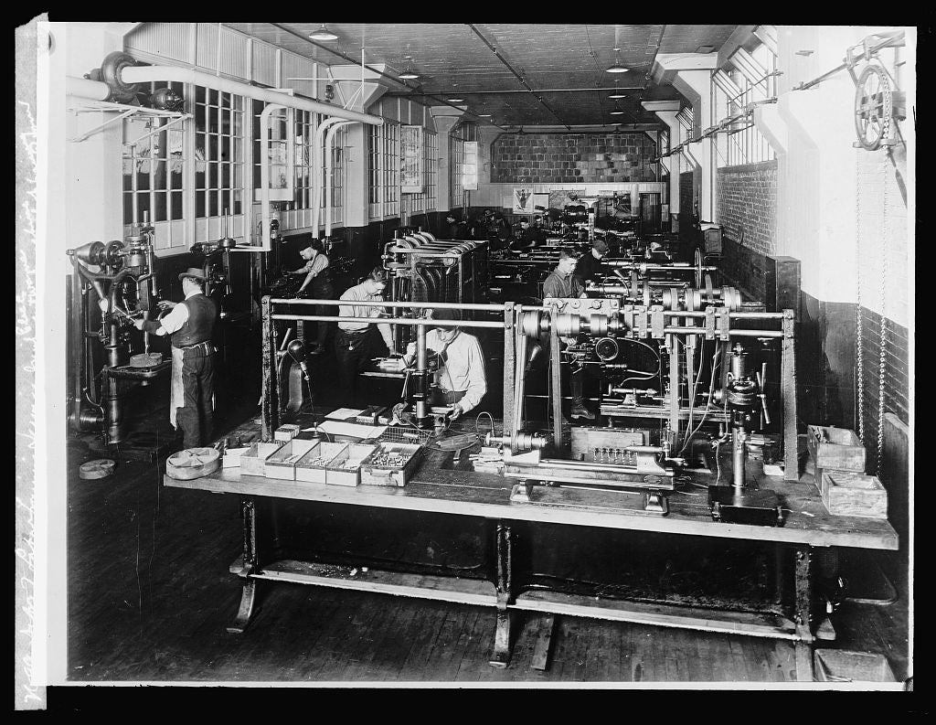 8 x 10 Reprinted Old Photo of Dept. of Labor training service Gen'l. Elec. Co. Fort Wayne machine shop training room 1924 National Photo Co  35a