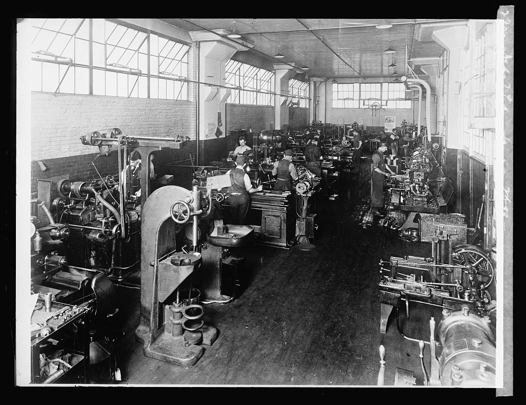 8 x 10 Reprinted Old Photo of Dept. of Labor. same as 2699 [training service Gen'l. Elec. Co. Fort Wayne machine shop training room] 1924 National Photo Co  36a