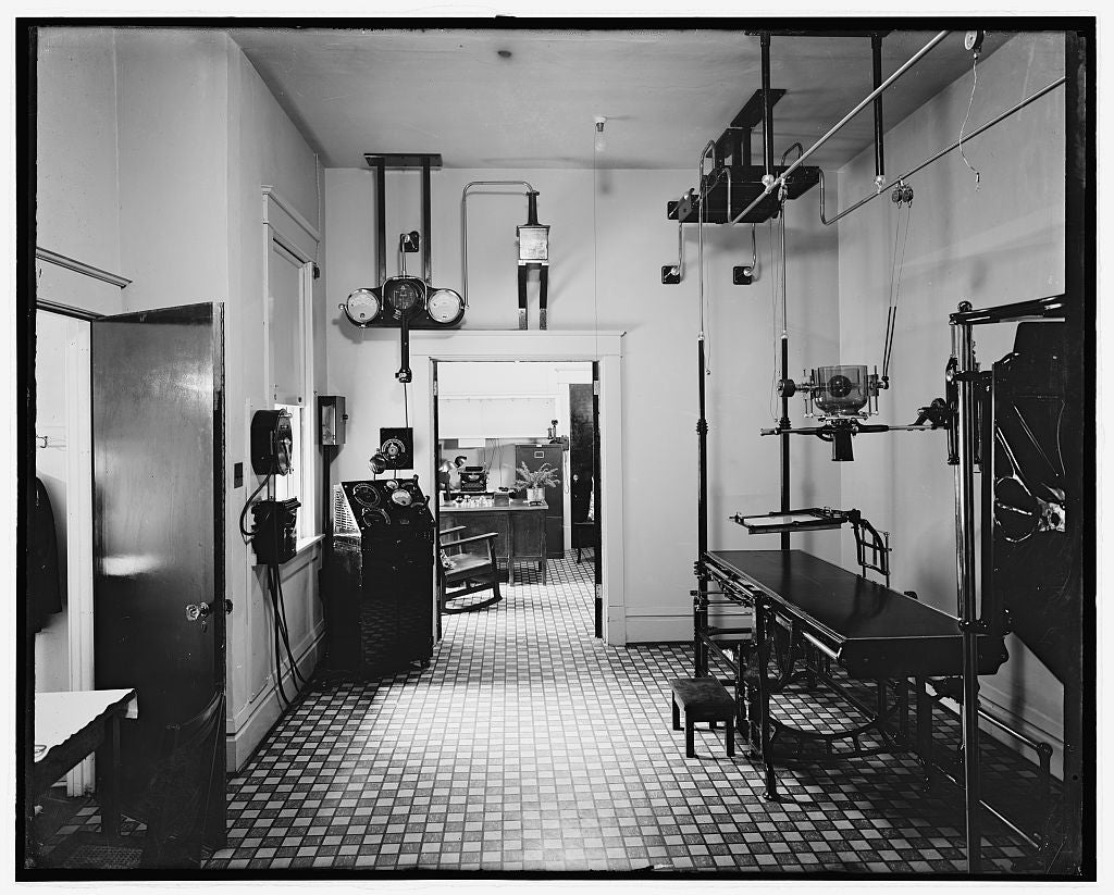 8 x 10 Reprinted Old Photo of Wash. Sanitarium, [Takoma Park, Maryland], X-Ray room 1924 National Photo Co  03a