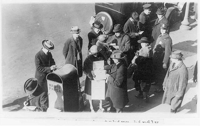 8 x 10 Reprinted Old Photo of Test vote on prohibition taken in Washington, D.C., Jan. 12, 1923 1923 National Photo Co  30a