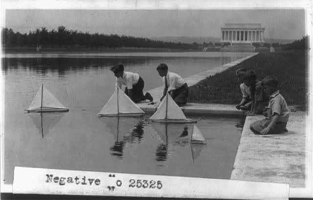 16 x 20 Reprinted Old Photo of[Children with sailboats at Reflecting Pool; Lincoln Memorial in background, Washington, D.C.] 1928 National Photo Co  66a