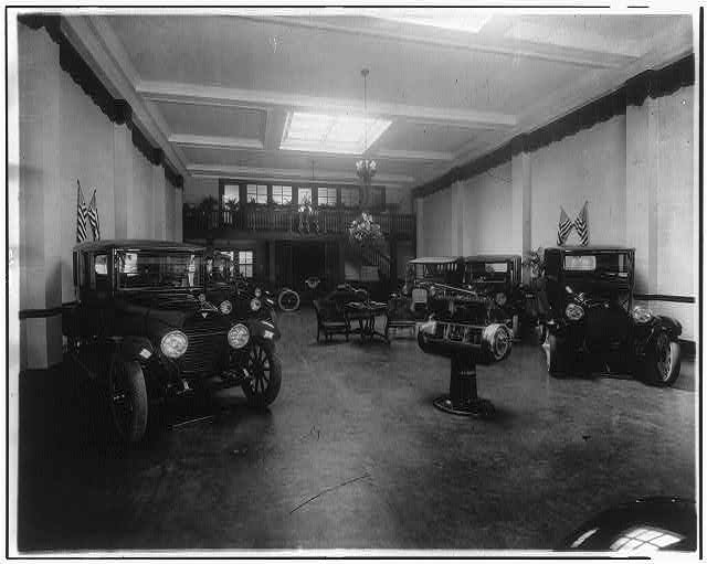 16 x 20 Reprinted Old Photo ofAutomobile showroom (Hudsons on left) 1918 National Photo Co  68a