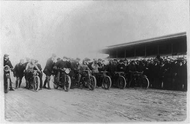 8 x 10 Reprinted Old Photo of Motorcycle race at Laurel, Maryland 1915 National Photo Co  93a