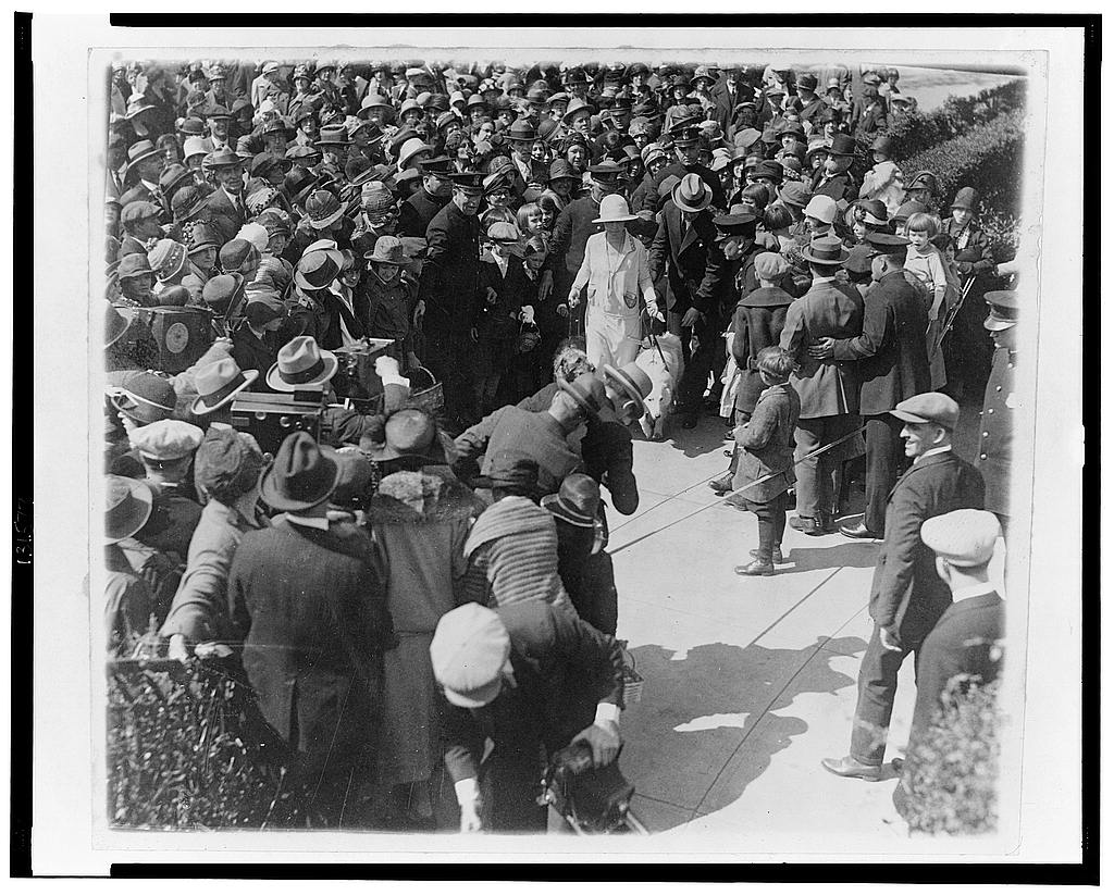 8 x 10 Reprinted Old Photo of Mrs. Coolidge receiving children for the Easter egg rolling 1925 National Photo Co  43a