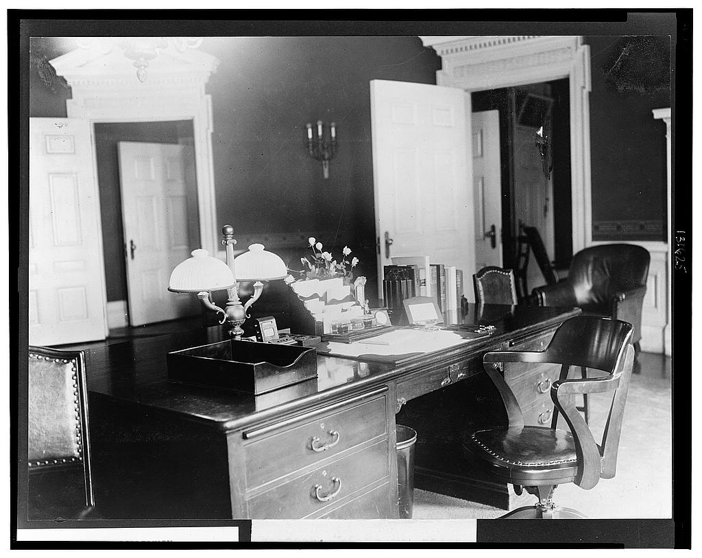 8 x 10 Reprinted Old Photo of President's desk, executive offices 1921 National Photo Co  75a