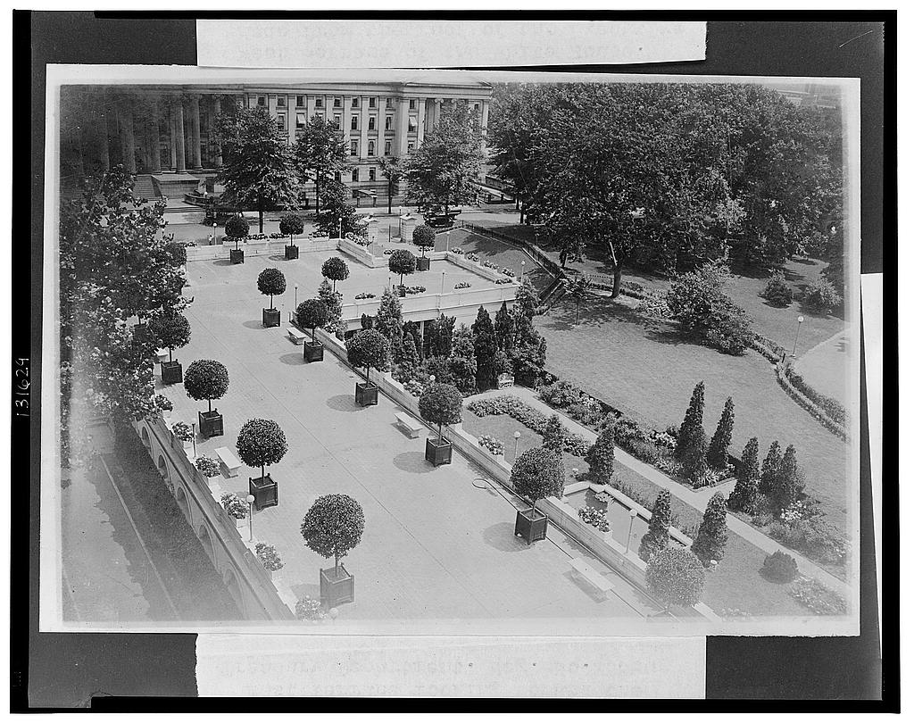 16 x 20 Reprinted Old Photo ofEast terrace looking toward the Treasury Department 1921 National Photo Co  79a