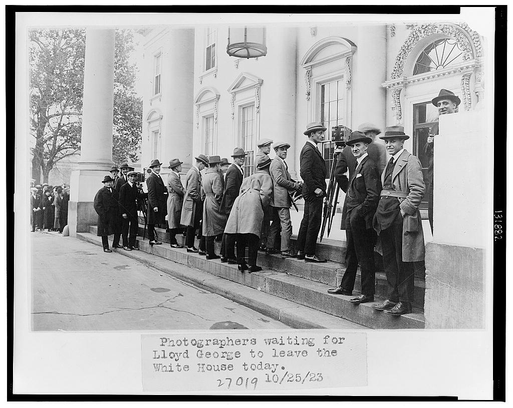 8 x 10 Reprinted Old Photo of Photographers waiting for Lloyd George to leave the White House today 1923 National Photo Co  91a