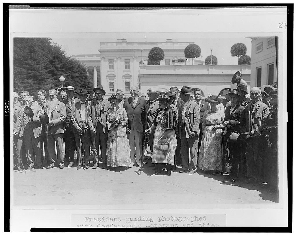 8 x 10 Reprinted Old Photo of President Harding photographed with Confederate veterans and their wives who called at the White House today 1922 National Photo Co  61a