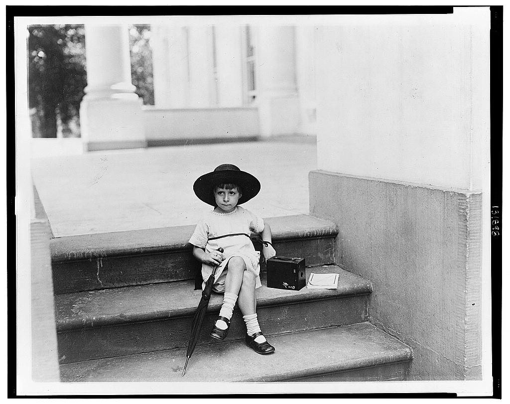 "8 x 10 Reprinted Old Photo of ""Waiting for the President"" 1922 National Photo Co  62a"