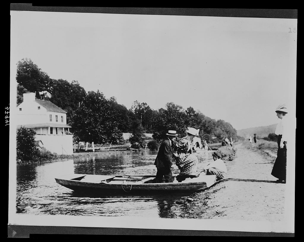 8 x 10 Reprinted Old Photo of Group disembarking from a rowboat along the Chesapeake and Ohio Canal near the Abner Cloud House at Fletcher's Cove, Georgetown, D.C.] 1915 National Photo Co  24a