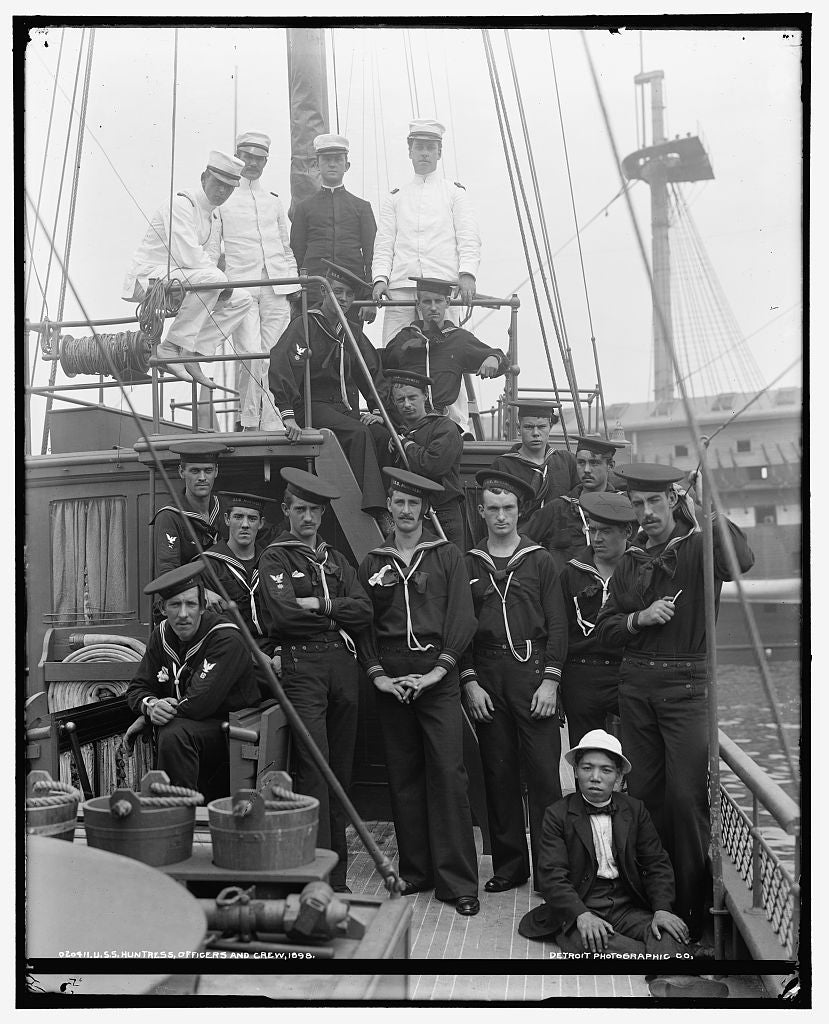 16 x 20 Gallery Wrapped Frame Art Canvas Print of U S S Huntress officers and crew 1898 Detriot Publishing co.  45a
