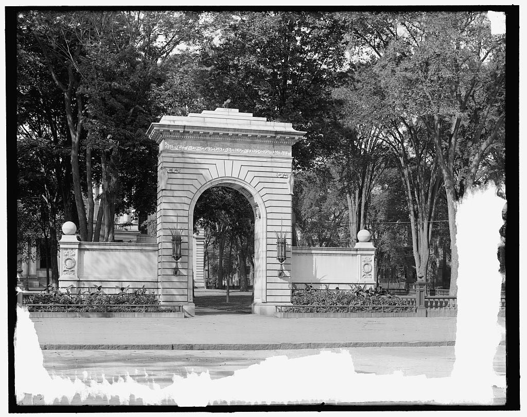 16 x 20 Gallery Wrapped Frame Art Canvas Print of Memorial arch Concord N H  1905 Detriot Publishing co.  01a