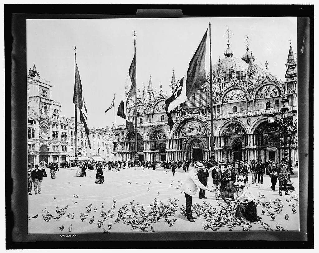 16 x 20 Gallery Wrapped Frame Art Canvas Print of Feeding pigeons Piazza San Marco Venice 1903 Detriot Publishing co.  90a