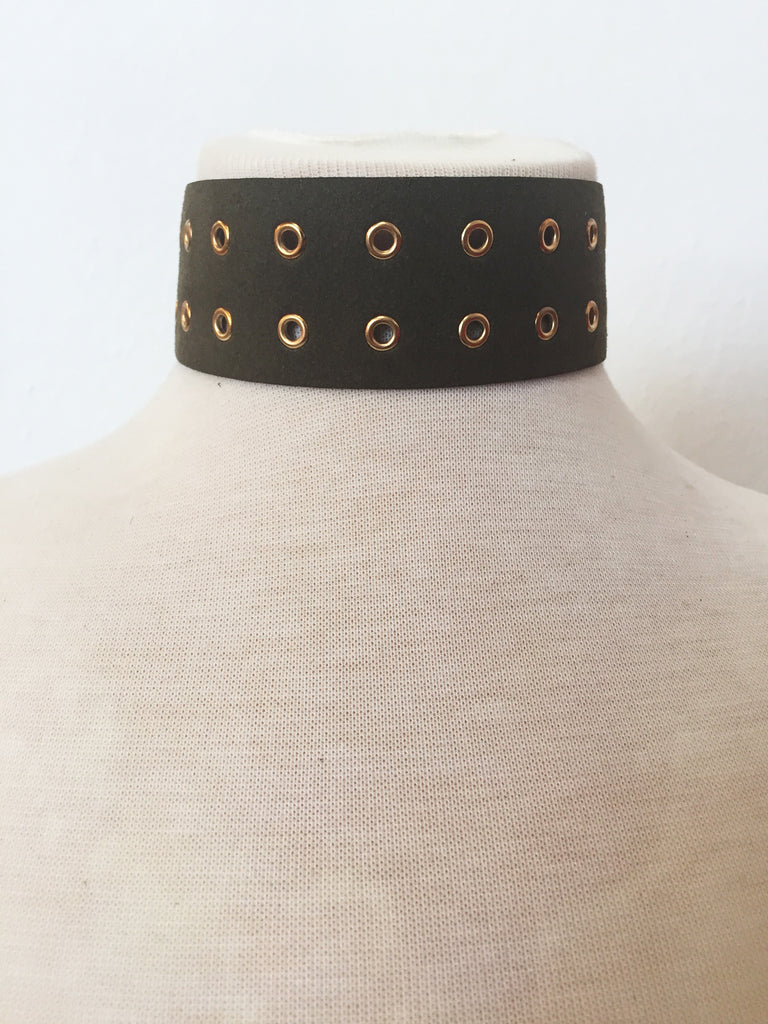 too hot to handle rivet choker in olive