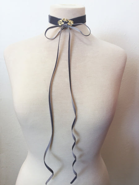 let them eat cake velvet choker in grey