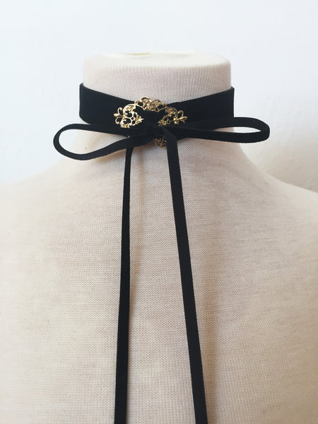 let them eat cake velvet choker in black