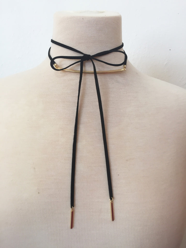 raising the bar velvet wrap choker in black