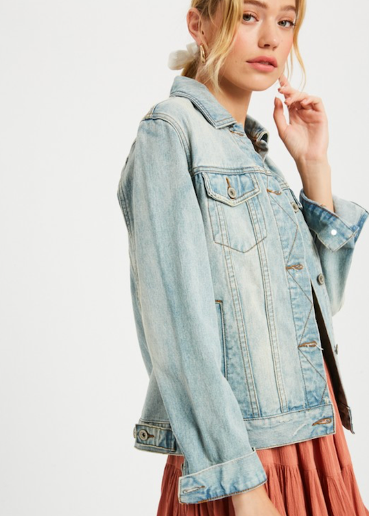 Lightwash women's vegas denim jacket