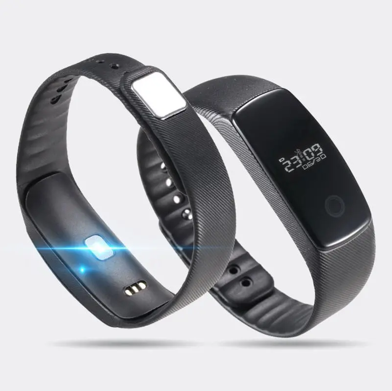 Smart Watch with Heart Monitor For iPhone And Android showing dynamic heart monitoring