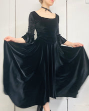 Sample Sale II: Pastorale Skirt in Velvet (S/M)
