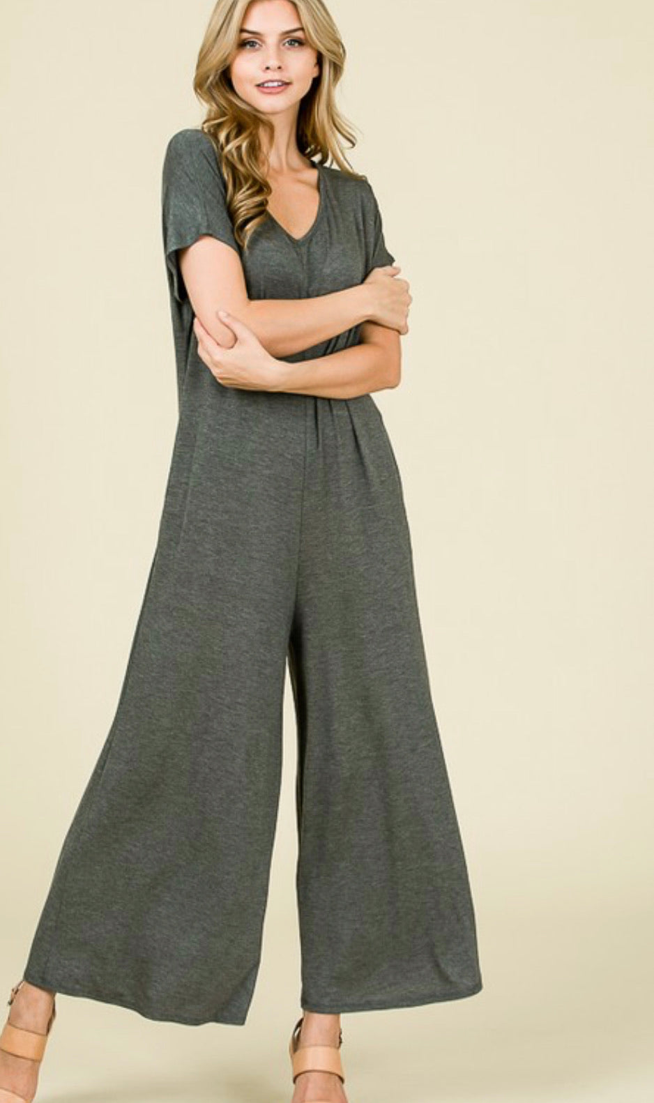 SHORT SLEEVE SOLID JUMPSUIT WITH SIDE POCKETS