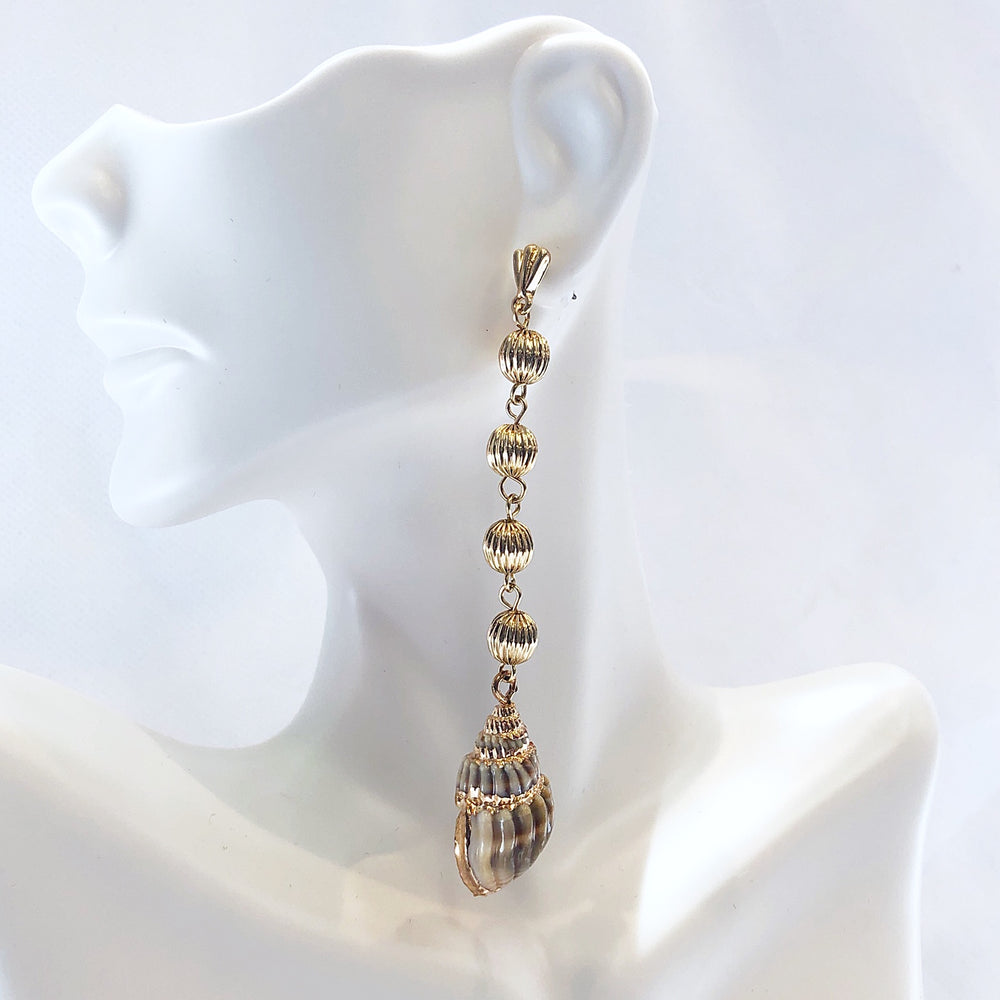 Load image into Gallery viewer, Four Drop Shell Earrings