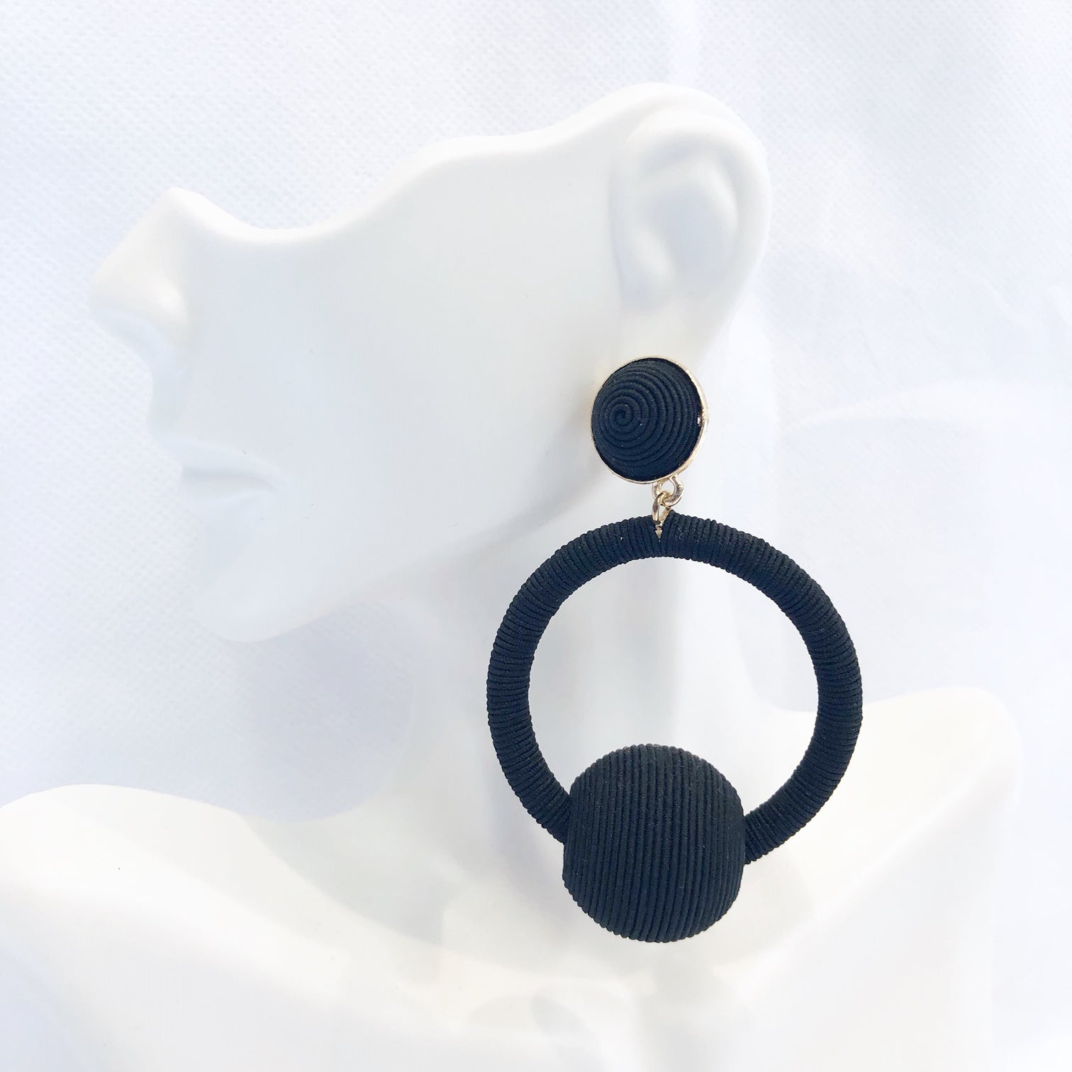 Oversized Pom Earring Black