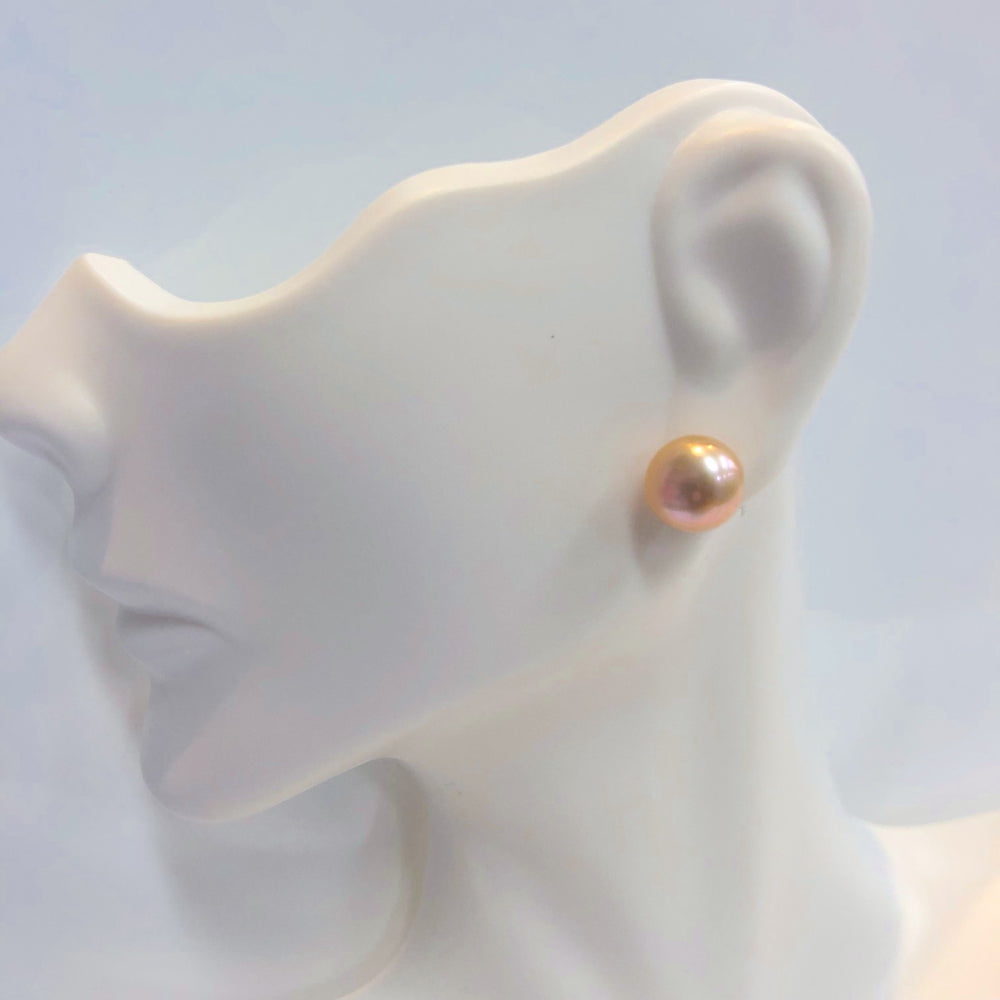 Load image into Gallery viewer, MVF Pearl Studs Peach