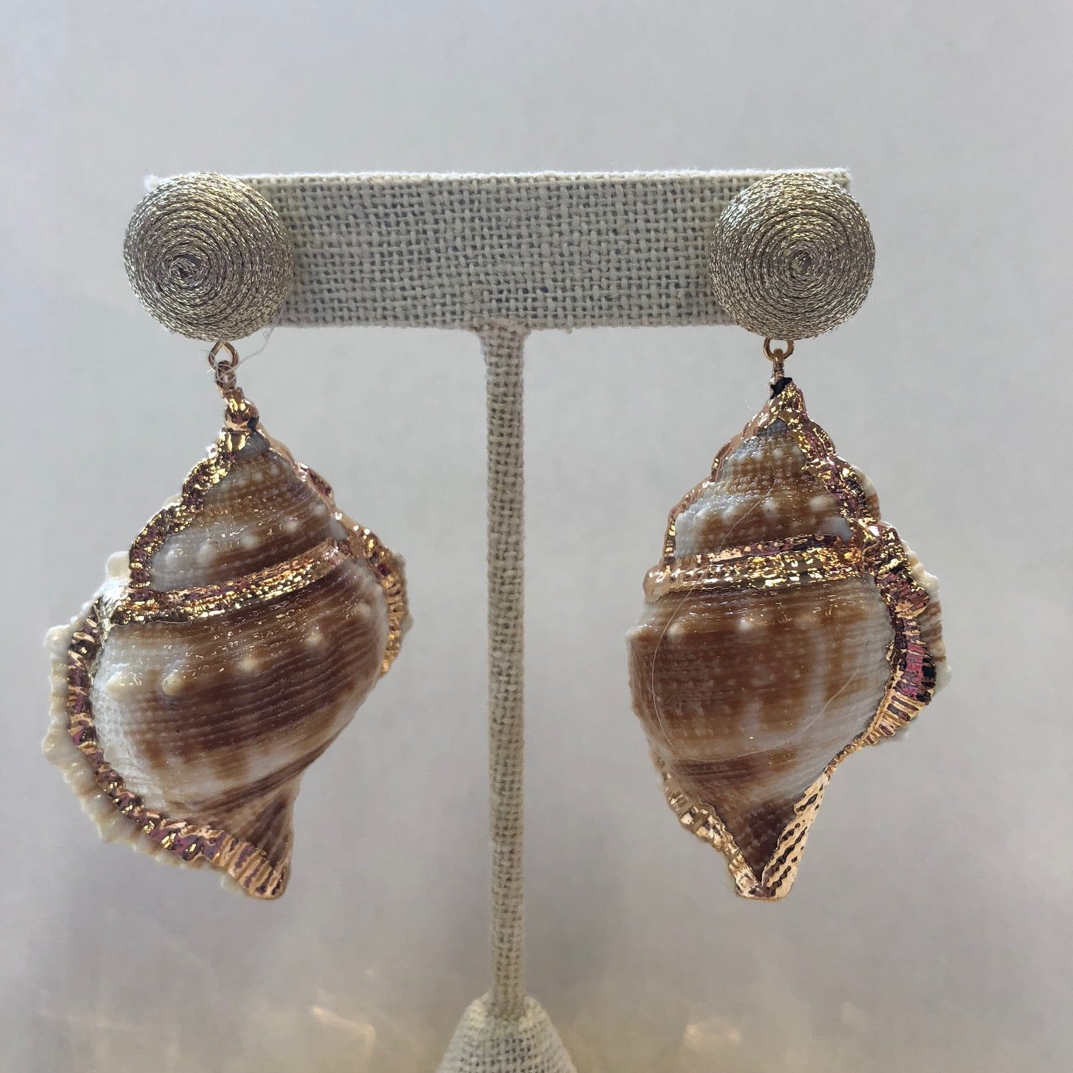KEP Pom Stud With Shell Earring Gold Sparkle