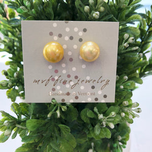 Load image into Gallery viewer, MVF Pearl Studs Yellow