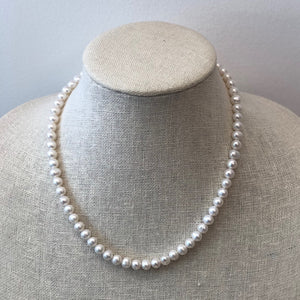 MVF Short Pearl Necklace White