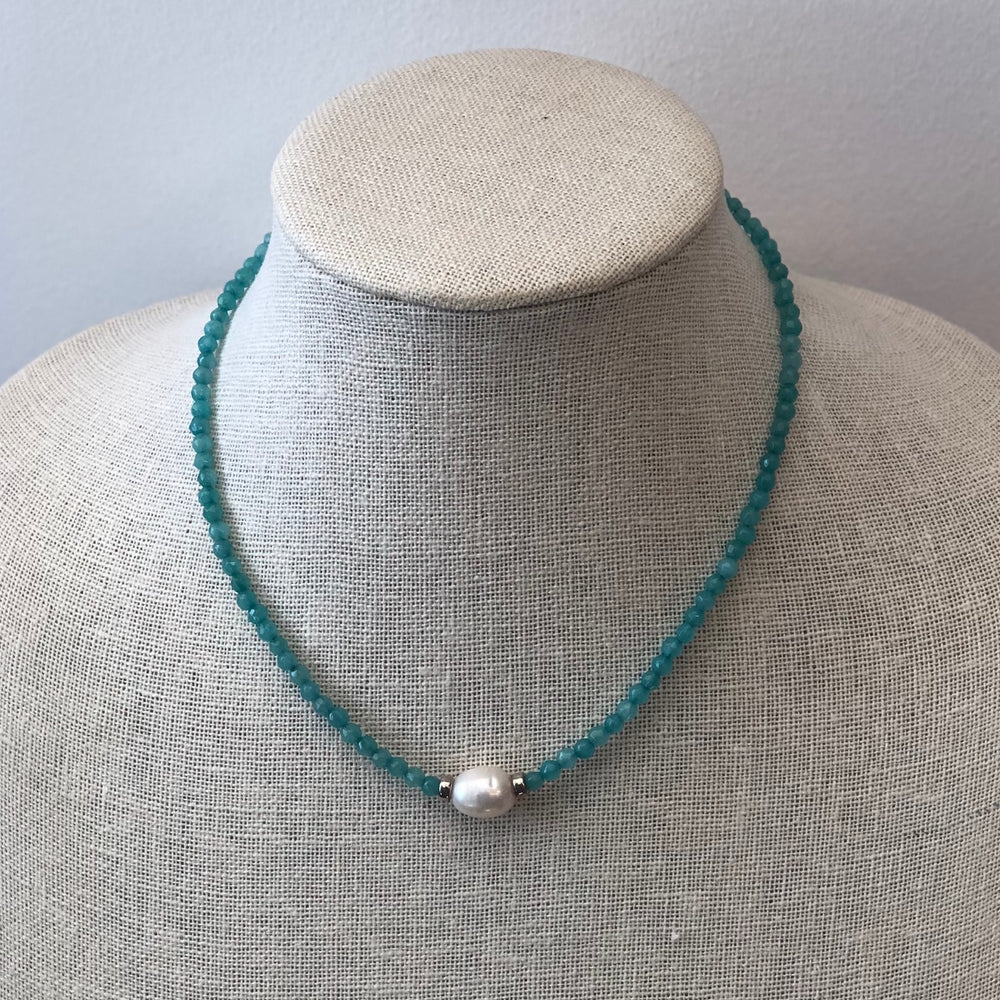 Load image into Gallery viewer, MVF Short Pearl Pendant Necklace Aqua