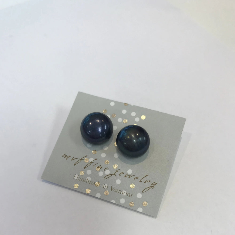 Load image into Gallery viewer, MVF Jumbo Pearl Studs Navy