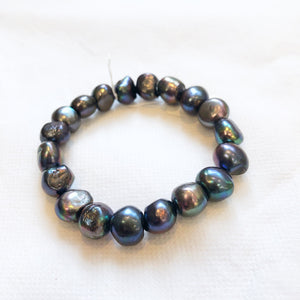 MVF Large Iridescent Pearl Stretch Bracelet Black/Rainbow