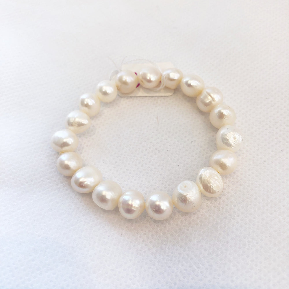 Load image into Gallery viewer, MVF Girls Pearl Stretch Bracelet White
