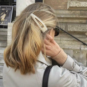 Load image into Gallery viewer, Elizabeth Pearl Hair Clip