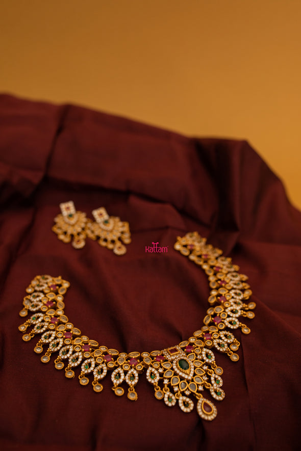 Lovely necklace Collection Online
