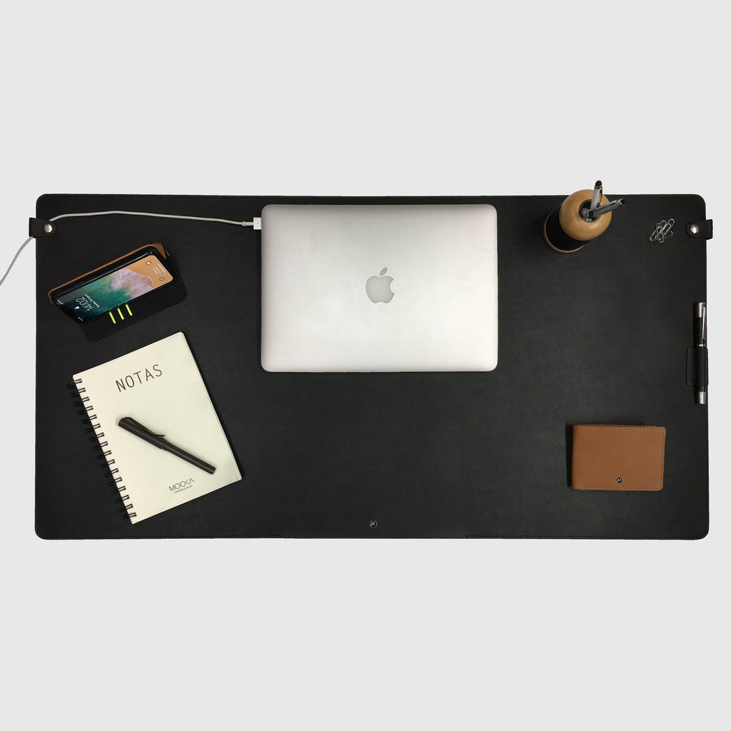Quantum Desk Pad Black