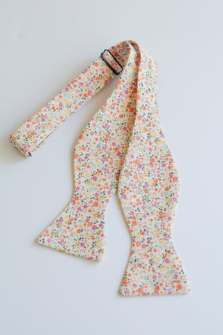 Men's Bow Tie in Floral