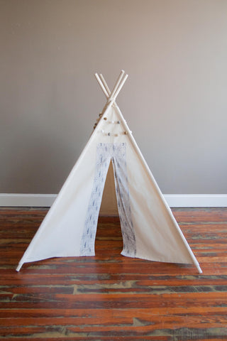 Play Teepee in Gray Leaves