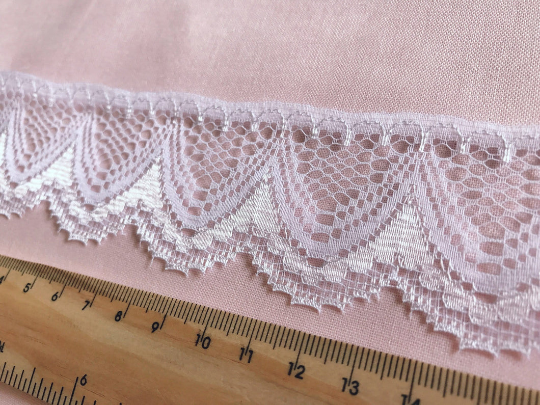 TL11 - 40mm White Classy Scalloped Lace Trim