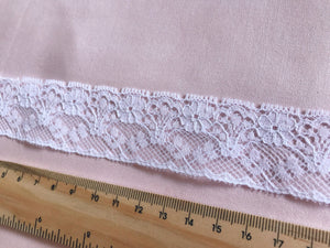TL05 - 30mm White Daisy Flowers Lace Trim
