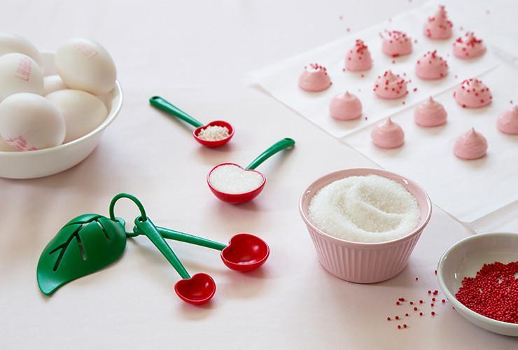 Mon Cherry - Measuring Spoons And Egg Separator
