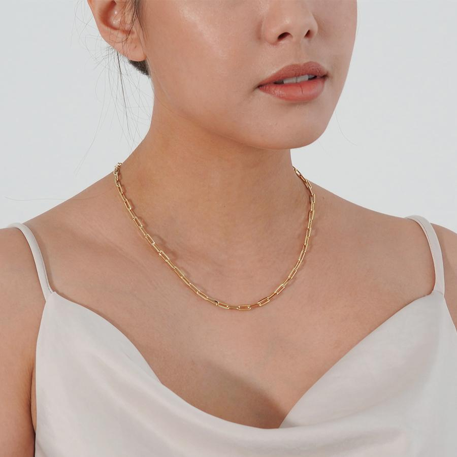 Cleo thick chain gold necklace