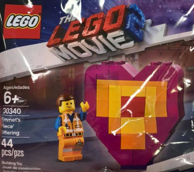 The LEGO Movie 2: 30340 Emmet's 'Piece' Offering. 2019. Complete, opened polybag.
