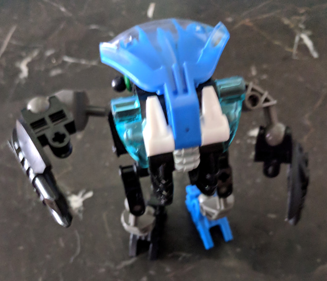 Bionicle Bohrok Nuhvok, with color modifications. 8561-1 (2002). Preowned. 40pcs
