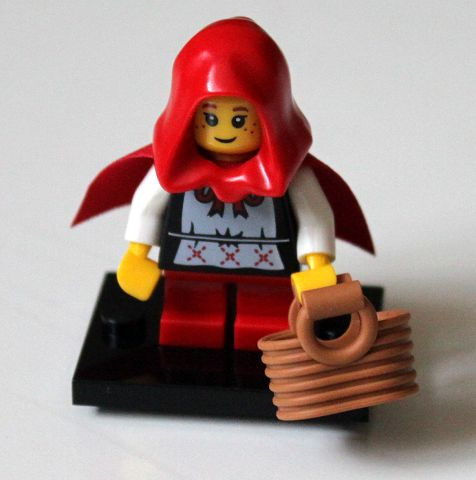 LEGO Collectible Minifigures, Series 7: col07-16 Grandma Visitor. 2012. Preowned.