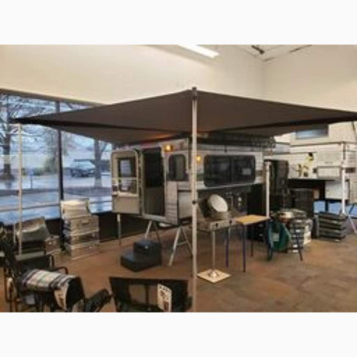 Four Wheel Campers Hawk Side Dinette