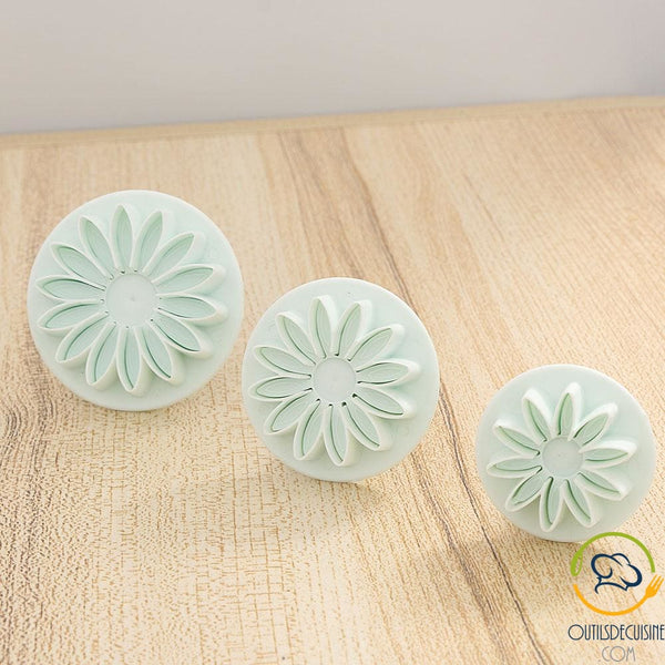 Lot Of 3 Cookie Cutter Daisy