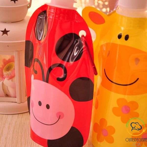 Foldable and reusable water bottles for children with animal motifs